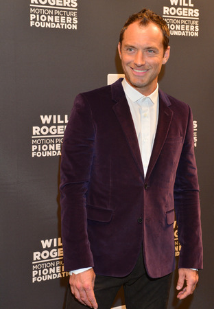 caesars palace: LAS VEGAS - APRIL 22 : Actor Jude Law attends the Pioneer Dinner during 2015 CinemaCon on April 22 , 2015 at Caesars Palace in Las Vegas, Nevada