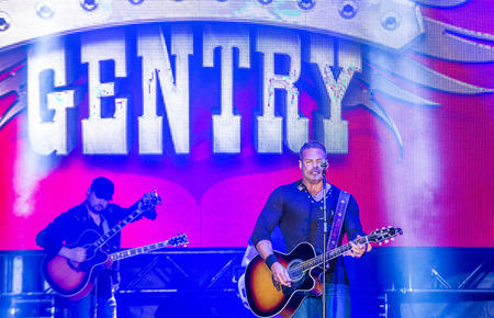 montgomery: LAS VEGAS - MAY 22 : Eddie Montgomery and Troy Gentry of Montgomery Gentry perform onstage during the Cowboy Spring Break held in the MGM Village in Las Vegas on May 22 , 2015