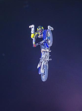 motorcross: LAS VEGAS - 16 de mayo: conductor no identificado dando FMX demostraci�n de motocross en el marco del d�a del rodeo Helldorado en Las Vegas el 16 de mayo 2015 Editorial