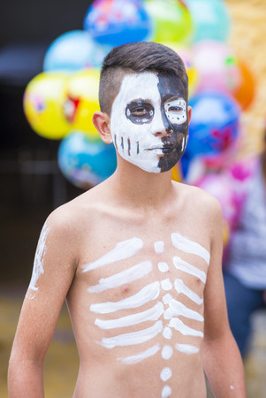 SAN MIGUEL DE ALLENDE , MEXICO - MAY 31 :Native American boy with traditional costume participates at the festival of Valle del Maiz on May 31 , 2015 in San Miguel de Allende ,Mexico.