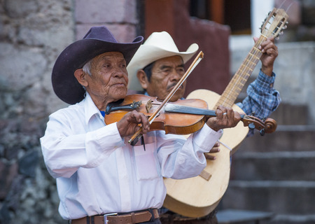 cultural and ethnic clothing: SAN MIGUEL DE ALLENDE , MEXICO - MAY 31 : Musicians participates at the festival of Valle del Maiz on May 31 , 2015 in San Miguel de Allende ,Mexico.