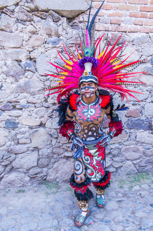 cultural and ethnic clothing: SAN MIGUEL DE ALLENDE , MEXICO - MAY 31 : Native American with traditional costume participates at the festival of Valle del Maiz on May 31 , 2015 in San Miguel de Allende ,Mexico. Editorial