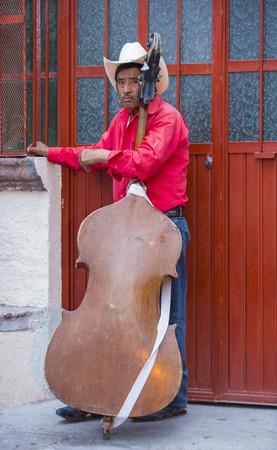 cultural and ethnic clothing: SAN MIGUEL DE ALLENDE , MEXICO - MAY 31 : Musician participates at the festival of Valle del Maiz on May 31 , 2015 in San Miguel de Allende ,Mexico.