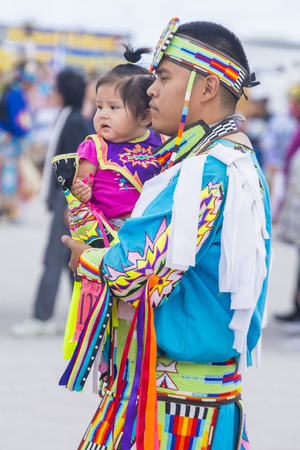 paiute: LAS VEGAS - MAY 24 : Native American man holding his daughter at the Annual Paiute Tribe Pow Wow on May 24 , 2015 in Las Vegas Nevada. Pow wow is native American cultural gathernig event.