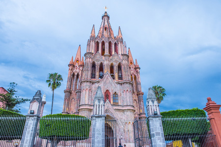 san miguel arcangel: SAN MIGUEL DE ALLENDE , MEXICO - MAY 31 : La parroquia de san miguel arcangel church in San Miguel de Allende , Mexico on May 31 2015 The church Gothic facade was constructed in 1880
