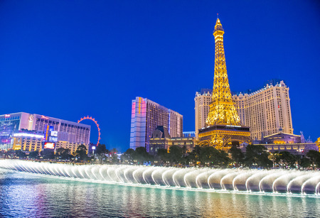bellagio las vegas: LAS VEGAS - SEP 03 : Night view of the dancing fountains of Bellagio and the Eiffel Tower replica of Paris hotel in Las Vegas Nevada, on September 03 , 2015