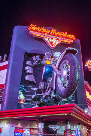 sportster: LAS VEGAS - SEP 03 : The Harley Davidson Cafe in Las Vegas strip on September 03 2015. In the facade there is a 7.1:1 scale replica Sportster weighing 1,200 lbs and measuring 32 feet.
