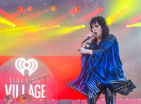 ルーク: LAS VEGAS - SEP 19 : Singer Luke Spiller of The Struts performs onstage at the 2015 iHeartRadio Music Festival at the Las Vegas Village on September 19, 2015 in Las Vegas, Nevada.