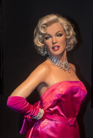 marilyn monroe: LAS VEGAS - OCT 23 : A waxwork of Marilyn Monroe at The Madame Tussauds museum in Las Vegas on October 23 2015 , The two-floor 30,000-square-foot museum has 100-plus wax replicas.
