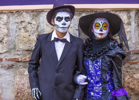 2015 年 11 月 2 日にオアハカ、メキシコの死者の日のカーニバルのオアハカ, メキシコ - 11 月 02日: 正体不明参加者。死者の日はメキシコで最も人気の