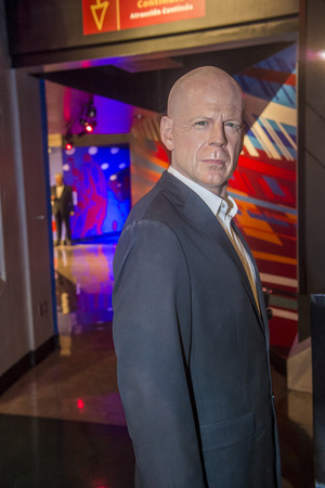 willis: LAS VEGAS - OCT 23 : A waxwork of Bruce Willis at The Madame Tussauds museum in Las Vegas on October 23 2015 , The two-floor 30,000-square-foot museum has 100-plus wax replicas.