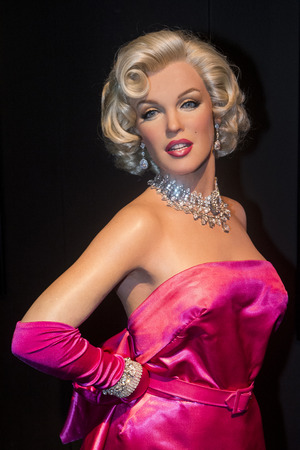 monroe: LAS VEGAS - OCT 23 : A waxwork of Marilyn Monroe at The Madame Tussauds museum in Las Vegas on October 23 2015 , The two-floor 30,000-square-foot museum has 100-plus wax replicas.