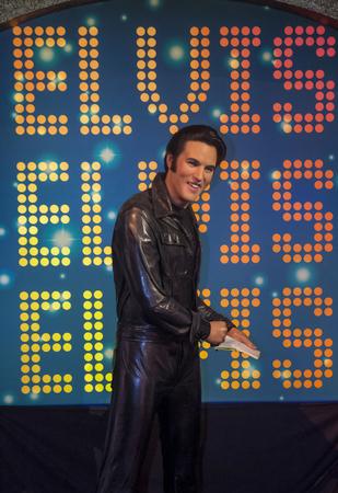 elvis presley: LAS VEGAS - OCT 23 : A waxwork of Elvis Presley at The Madame Tussauds museum in Las Vegas on October 23 2015 , The two-floor 30,000-square-foot museum has 100-plus wax replicas.