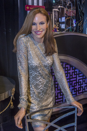 roberts: LAS VEGAS - OCT 23 : A waxwork of Julia Roberts at The Madame Tussauds museum in Las Vegas on October 23 2015 , The two-floor 30,000-square-foot museum has 100-plus wax replicas. Editorial