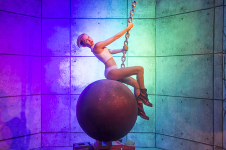 cyrus: LAS VEGAS - OCT 23 : A waxwork of Miley Cyrus at The Madame Tussauds museum in Las Vegas on October 23 2015 , The two-floor 30,000-square-foot museum has 100-plus wax replicas.