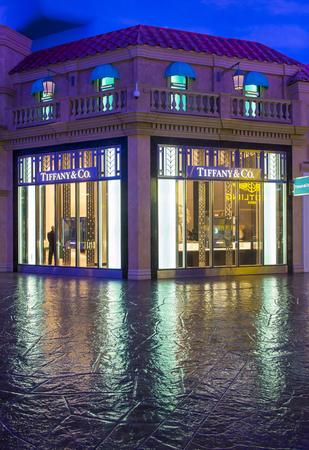 caesars palace: LAS VEGAS - APRIL 13 : Exterior of an Tiffanys store in Caesars Palace hotel in Las Vegas on April 13 , 2016. Tiffanys is an American multinational luxury jewelry retailer.