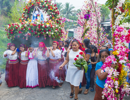 cristian: PANCHIMALCO , EL SALVADOR - MAY 08 : Salvadorian people participate in the procession of the Flower & Palm Festival in Panchimalco, El Salvador on May 08 2016 Editorial