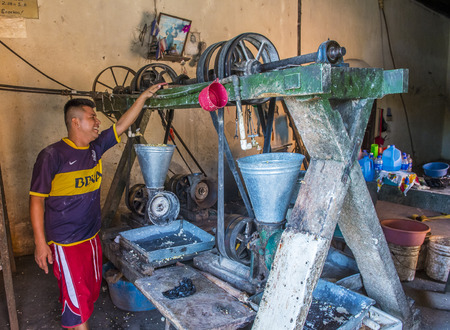 tortilla de maiz: SUCHITOTO , EL SALVADOR  - MAY 07 : Salvadoran man work at a Corn tortilla dough factory in Suchitoto El Salvador on May 07 2016. Corn has been a staple food in Central American cultures since pre-Columbian times Editorial