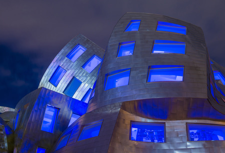 frank   gehry: LAS VEGAS - JUNE 18 : The Cleveland Clinic Lou Ruvo Center for Brain Health in downtown Las Vegas Nevada on June 18 2016 , the modern building designed by the architect Frank Gehry