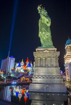 LAS VEGAS - 24 de noviembre: Réplica de la estatua de la libertad de hotel de Nueva York en Las Vegas el 24 de noviembre de 2016, Este hotel simula el horizonte de la ciudad de Nueva York y fue inaugurado en 1997.