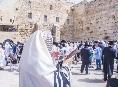 prying: JERUSALEM - APRIL 13 : Orthodox jewish men prays in The western wall during Passover on April 13 2017 , The Western wall is important Jewish religious site located in the Old City of Jerusalem