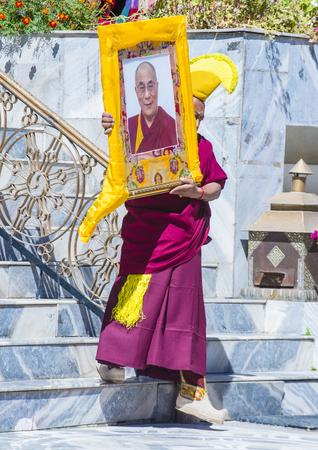LEH, INDIA - SEPTEMBER 20, 2017: Boeddhistische Tibeti-monnik neemt aan het Ladakh-Festival in Leh India op 20 September, 2017 deel