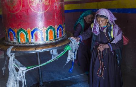 레 흐, 인도 -2007 년 9 월 20 일 : 2017 년 9 월 20 일 레 India에서 Ladakh 축제 기간 동안 Ladakhi 여자의 Portraite