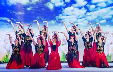 SINGAPORE - FEB 21 : Dancers perform at the Chinese New year Celebration at River Hongbao in Singapore  Marina Bay on Februery 21 2018. 写真素材 - 132500710