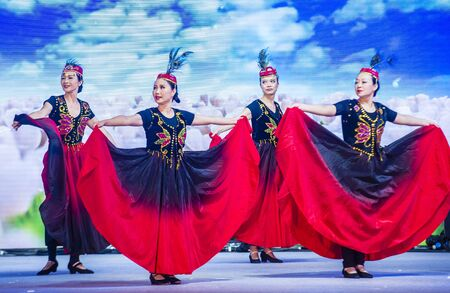 SINGAPORE - FEB 21 : Dancers perform at the Chinese New year Celebration at River Hongbao in Singapore  Marina Bay on Februery 21 2018. 写真素材 - 132987203