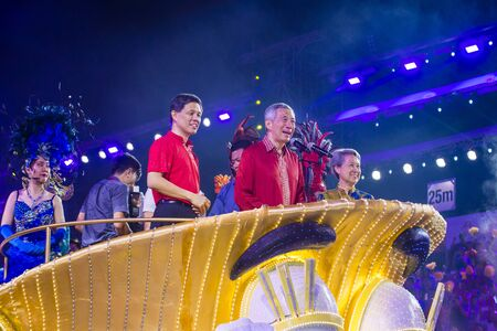 SINGAPORE - FEB 24 : Singapore Prime Minister Lee Hsien Loong in a float procession during the Chingay parade in Singapore on February 24 2018. 免版税图像 - 132987643