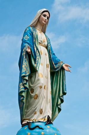 obedecer: Estatua de la Virgen Mar�a en la provincia de Chantaburi, Tailandia.