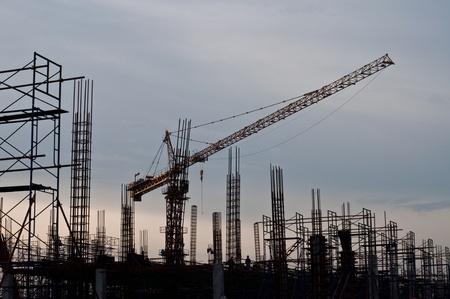 Mobile crane in silhouette, Thailand. Imagens