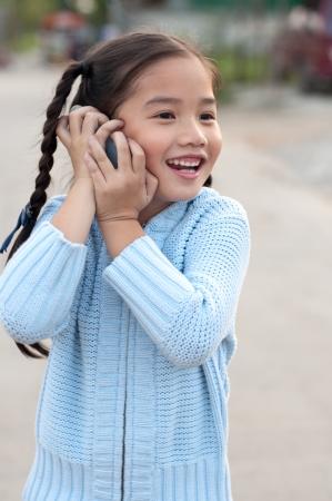 Portrait of a thai gyönyörű lány kék pulóvert ruha, ő hív, Thaiföld.