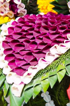 Decorazione in stile tailandese a base di fiori, Thailandia. Archivio Fotografico - 16608046