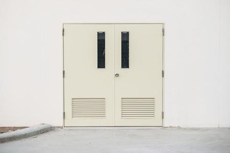 hing: Puerta de acero en el edificio de la f�brica, Tailandia