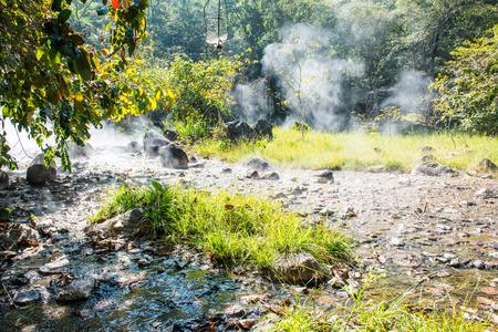 th�?¨: Paisaje Natural en Tha Pai Hot Spring, Tailandia
