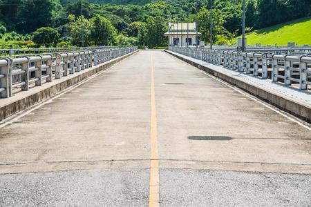 lang: Road on Mae Ping Ton Lang Dam, Thailand.