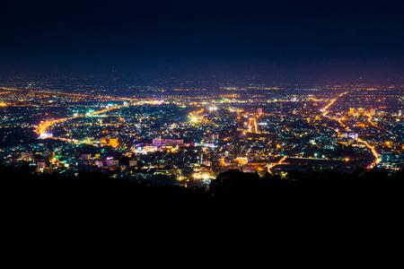 タイ、チェンマイ県の夜景。