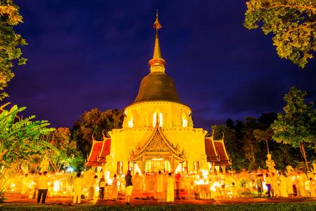 Triple Circumambulation of Visakha Bucha Day at Darabhirom Forest Monastery, Thailand. Imagens