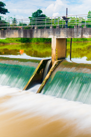 bubble level: Weir at Lampang province, Thailand.