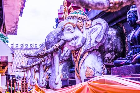 trabajo manual: Ancient elephant statue in Phra That Suthon Mongkhon Khiri temple, Thailand.