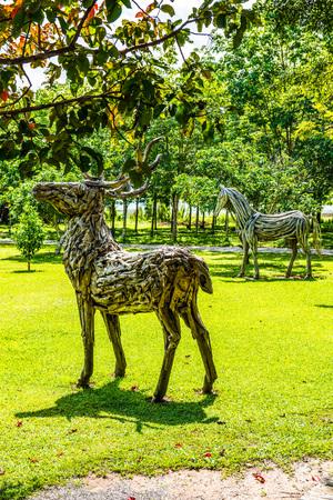 Parque no Centro Internacional de Meditação de Cherntawan, Tailândia.