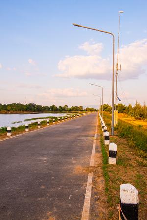 Road of Mae Jok Luang reservoir, Thailand. Stockfoto