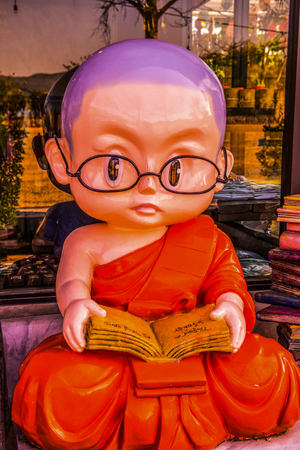 Monk statue, Thailand. Editöryel
