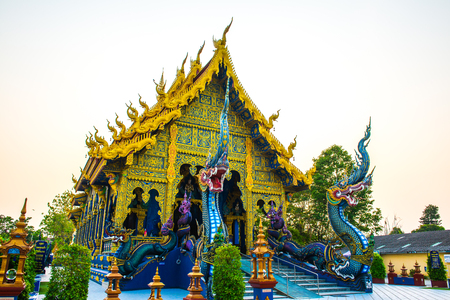 Beautiful Rong Suea Ten temple, Thailand. Banque d'images