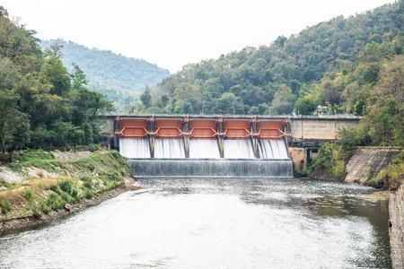 Kiew Lom dam in Lampang province, Thailand. Imagens
