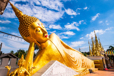The reclining Buddha statue in Pong Sunan temple, Thailand. Imagens