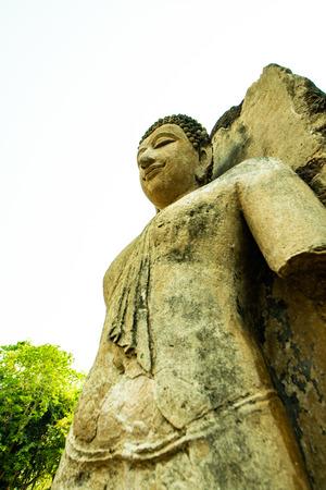 Ancient Buddha statue in Phra Si Ratana Mahathat Chaliang temple, Thailand. Фото со стока - 122759734