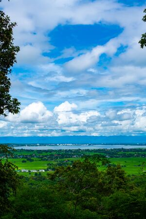 Kwan Phayao lake and Phayao city with rain clouds, Thailand. Foto de archivo - 129779279