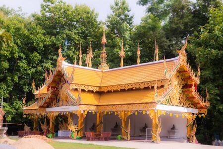 Pavillon de style thaïlandais dans le temple Phra Nang Din, province de Phayao. Banque d'images
